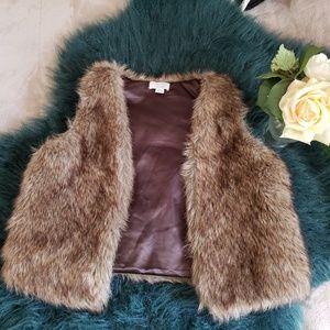 •Fur vest•